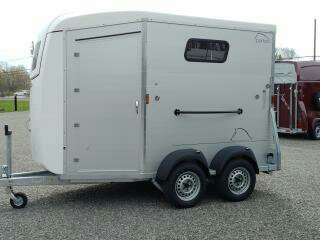 Rear load, front exit Horse trailer
