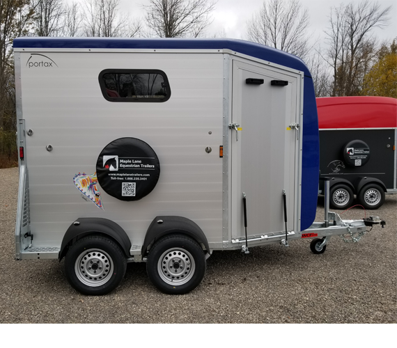 Horse trailer for 2 horses to 18 hands with Royal Blue roof